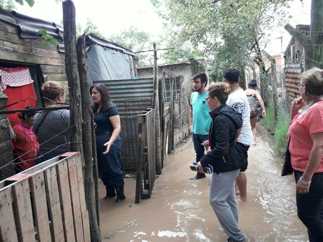Realizan relevamientos y asisten a distintos barrios de la Capital