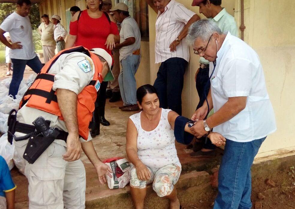 Salud Pública asiste a afectados por la crecida del río en Isla Apipé
