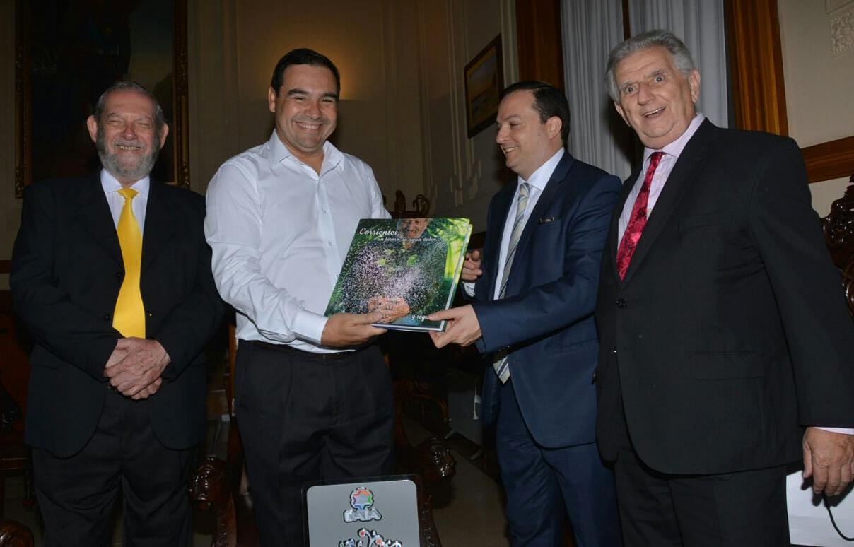 El gobernador Gustavo Valdés  recibió al presidente de la DAIA