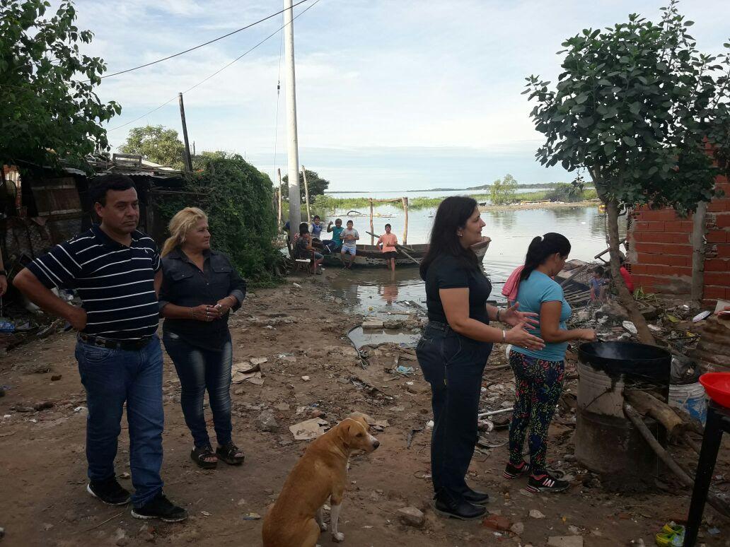 Temporal: permanente asistencia a vecinos de los barrios más afectados de Capital