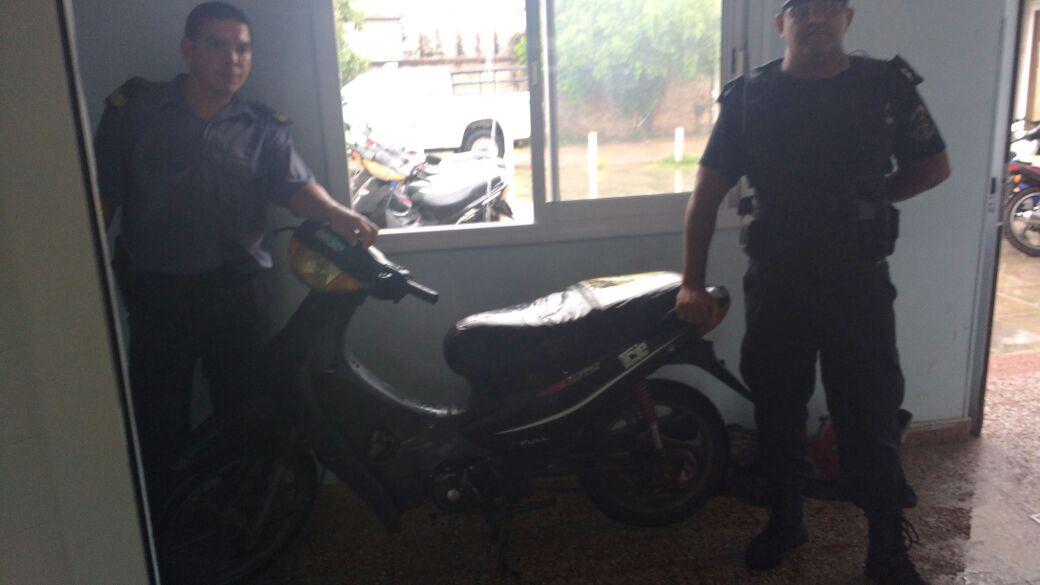Secuestran motocicleta a poco de ser sustraída