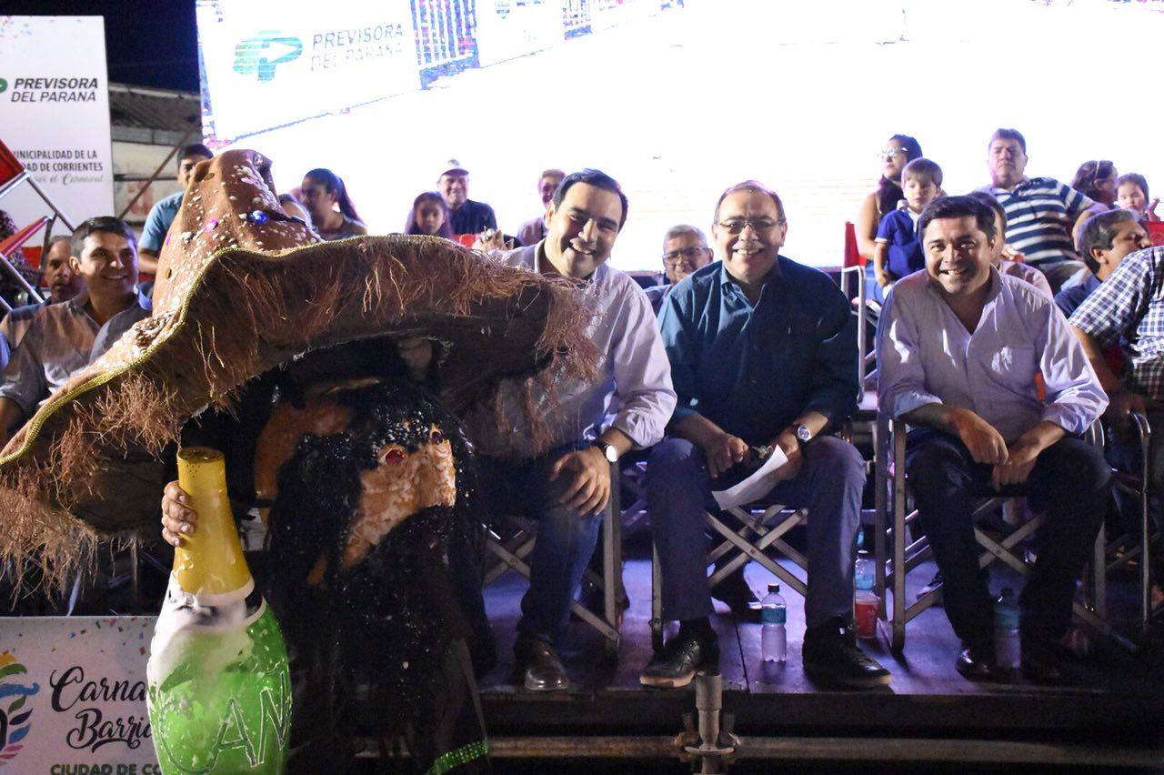 El gobernador Valdés junto al intendente Tassano presentes en la quinta noche de los Carnavales Barriales