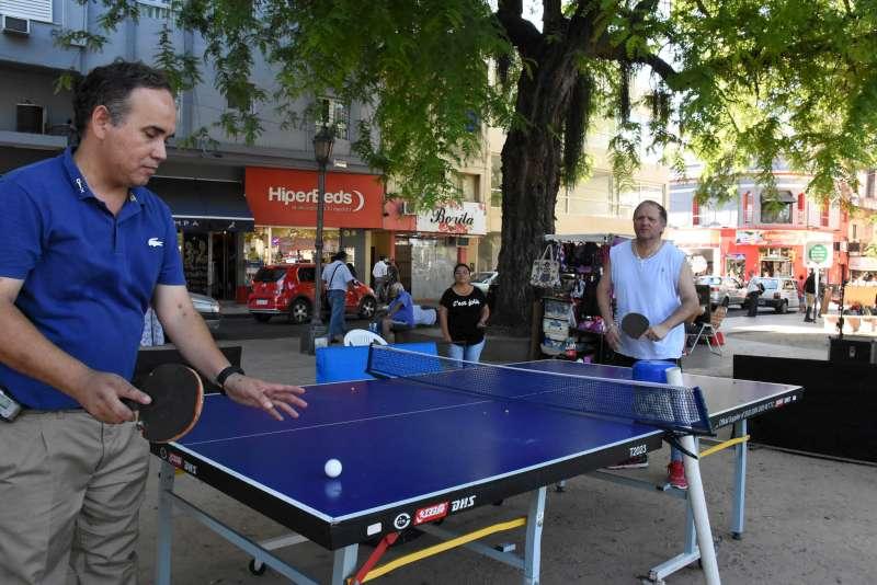La Municipalidad realiza actividades deportivas integradoras en plaza Vera