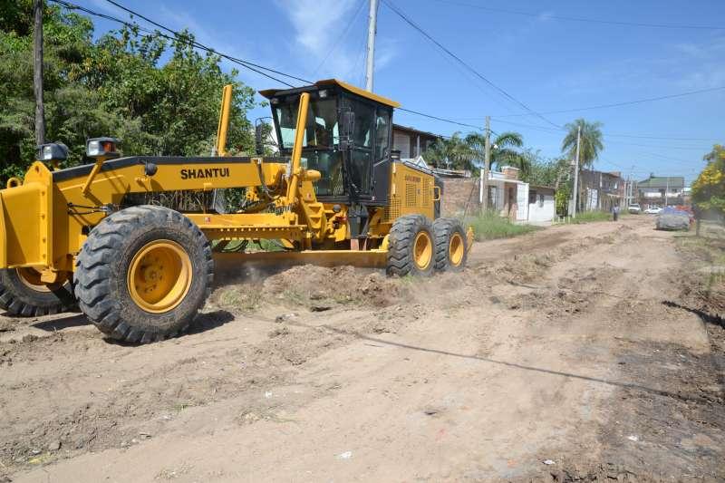 La Municipalidad comenzó con la recuperación de calles de tierra en el barrio Santa Teresita