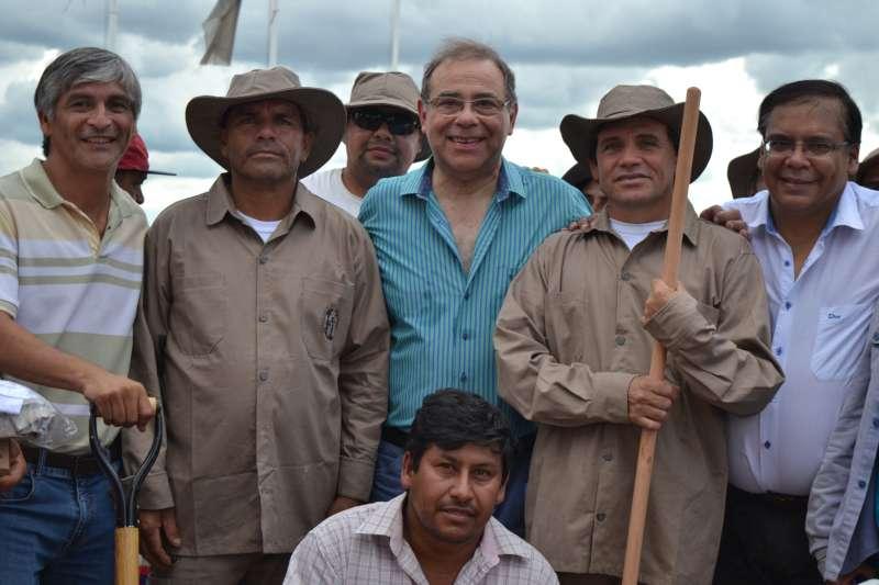 Tassano entregó uniformes y herramientas al personal de mantenimiento de playas