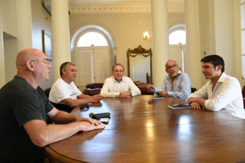 Con la modernización como objetivo Tassano recibió a miembros de la AOEM