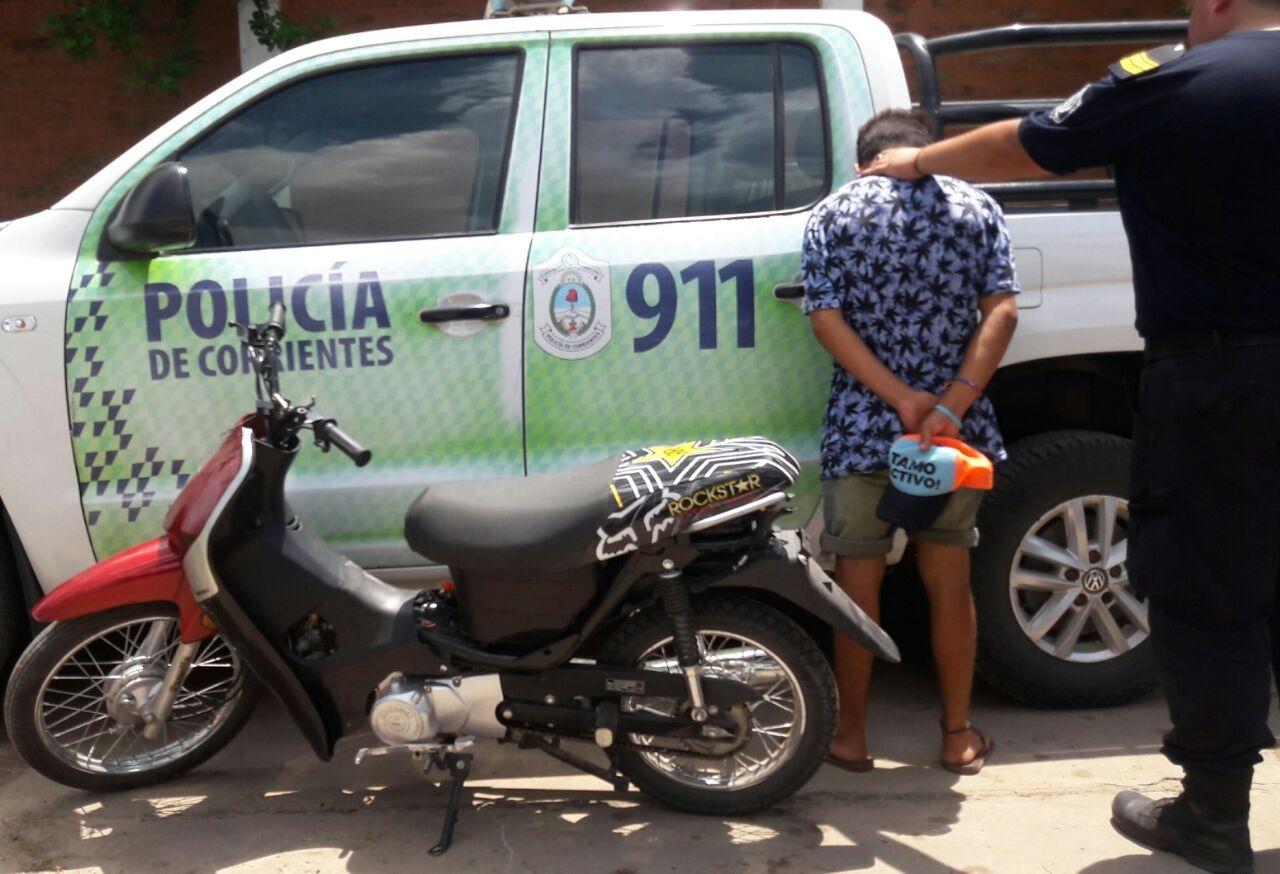 La Policía recuperó una motocicleta robada. Existe una persona demorada.