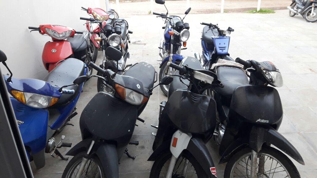 Secuestraron 10 motocicletas y demoraron a 10 personas.