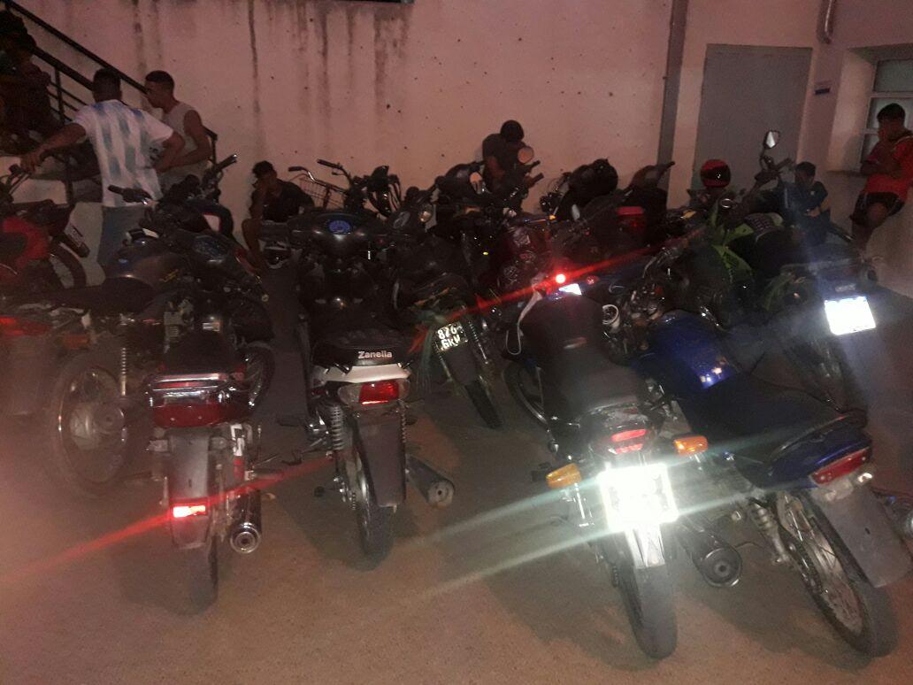Secuestran 45 motos por falta de documentación y demoran 46 personas