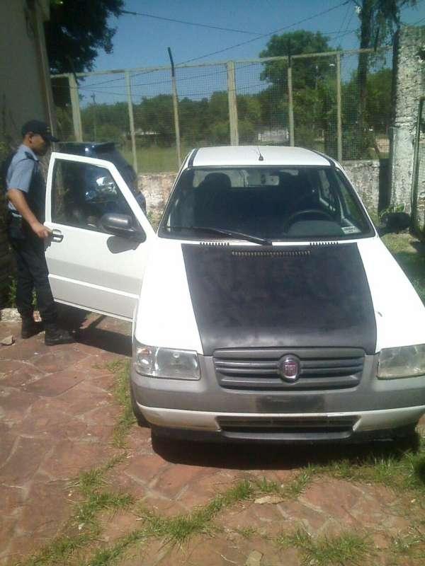 Policías secuestraron un automóvil con pedido de secuestro.