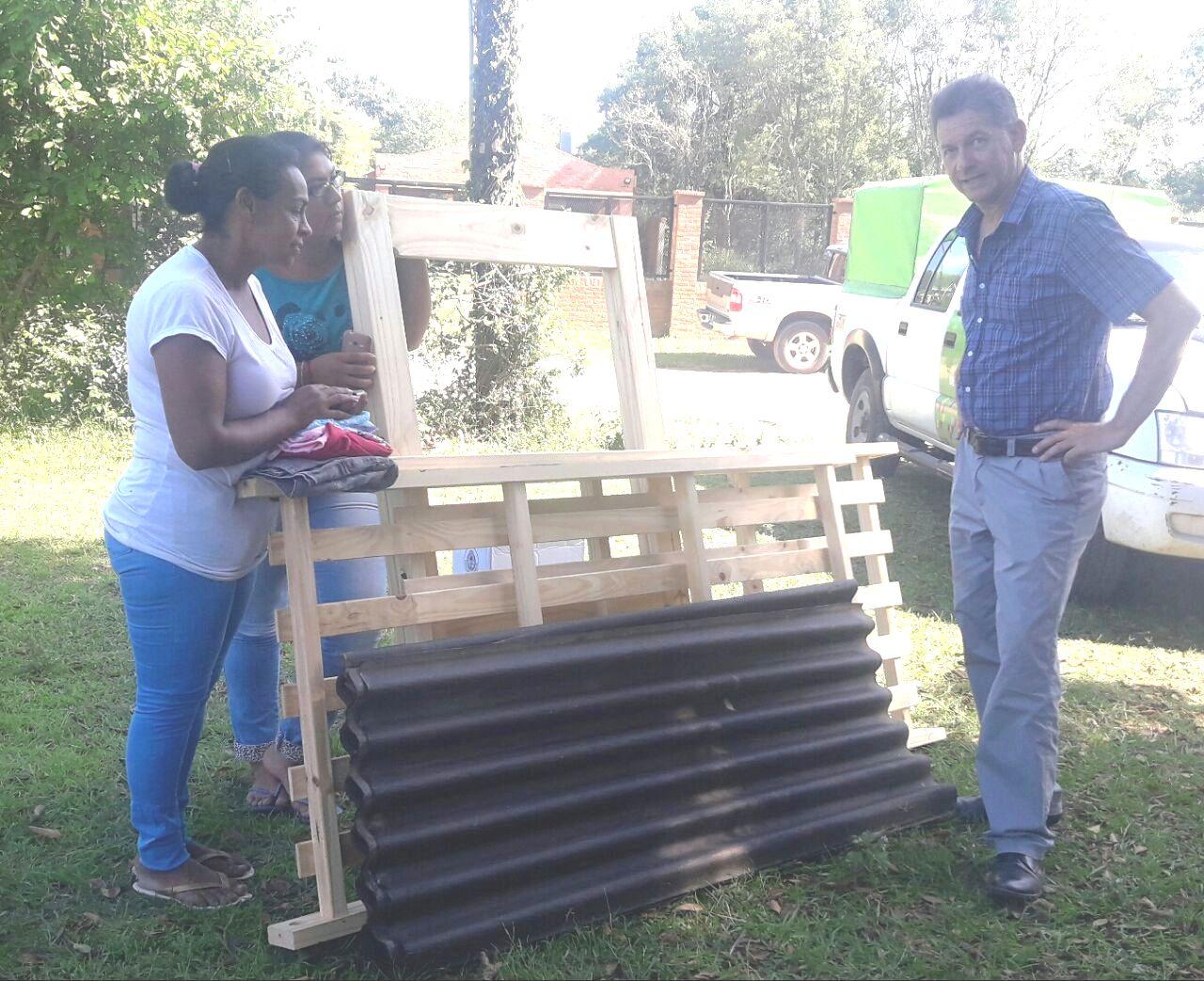 Desarrollo Social continúa asistiendo con la entrega de recursos a damnificados
