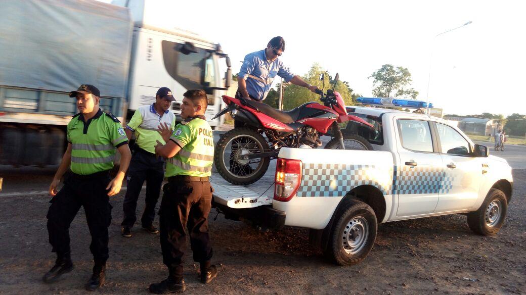 Demoran a dos personas que circulaban a bordo de una motocicleta aduletarada