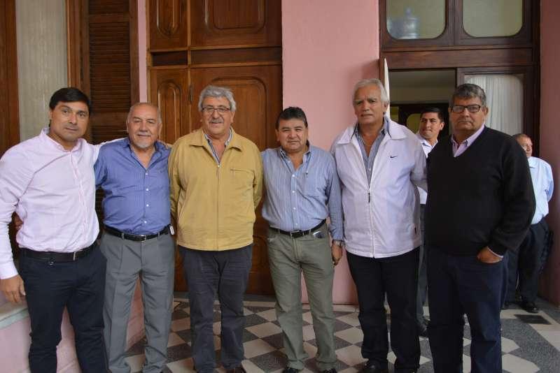 El Gobernador Gustavo Valdés analizó la situación de  productores locales junto a referentes de la UATRE
