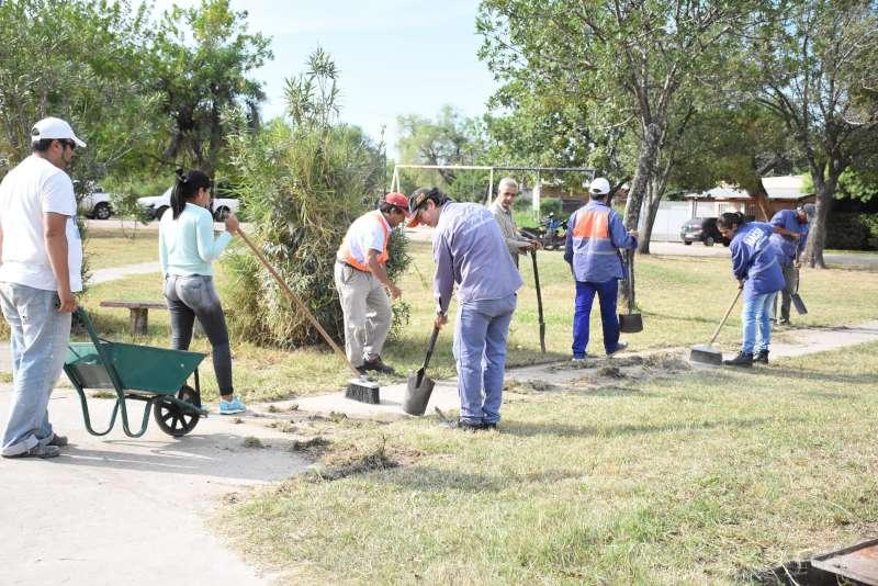 La Comuna realiza obras de mantenimiento y remodelación en la plaza del Barrio Jardín