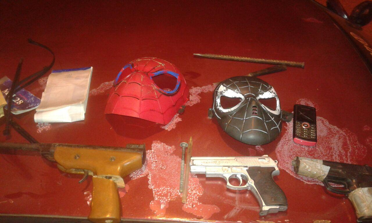 Dos detenidos armados, una de las armas sería de juguete