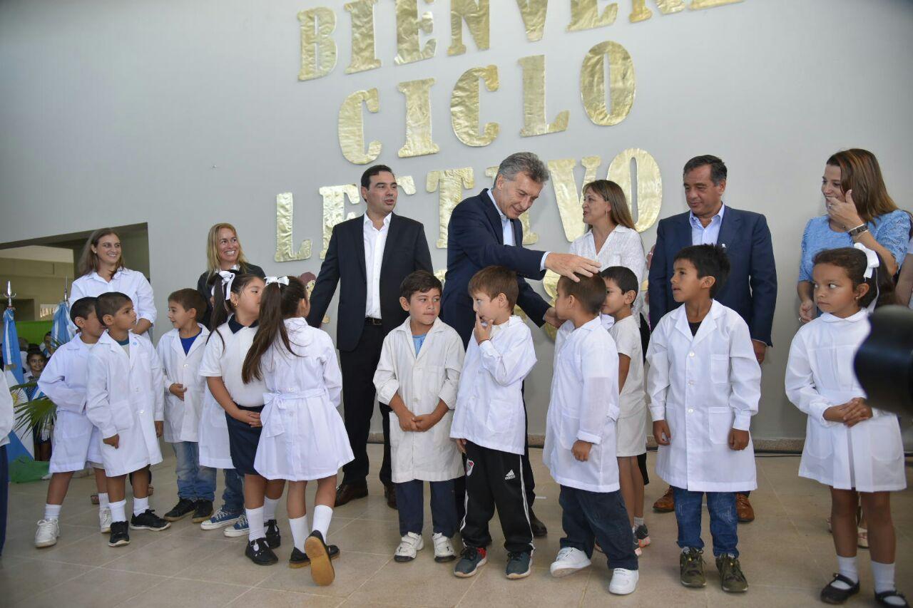 """Macri y Valdés inauguraron el ciclo lectivo bajo  la consigna de """"igualdad de oportunidades"""""""
