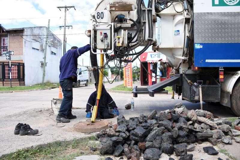 La Municipalidad realiza la desobstrucción del ducto principal de calle General Paz