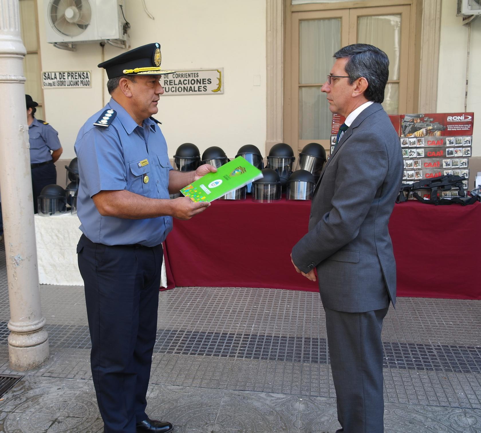 Se realizó la entrega de equipamientos para distintos grupos especiales de la Policía de Corrientes