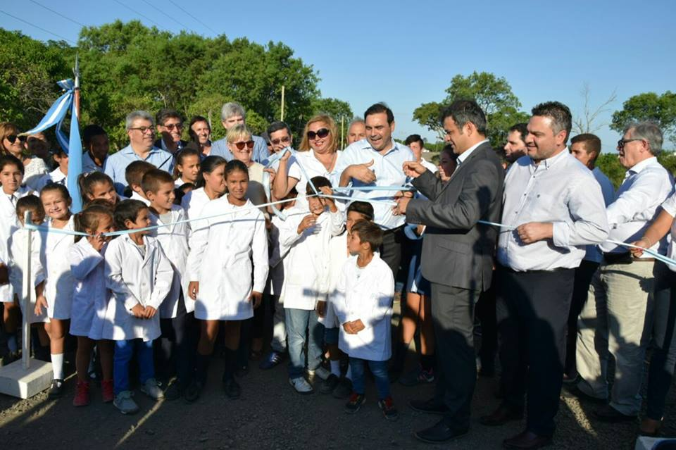 El gobernador Gustavo  Valdés  aseguró la continuidad  de un programa que transforma la vida en la zona rural