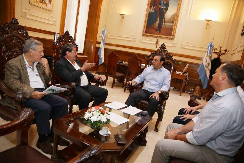El intendente Chávez le presentó al gobernador Valdés  una propuesta para la construcción de 500 viviendas
