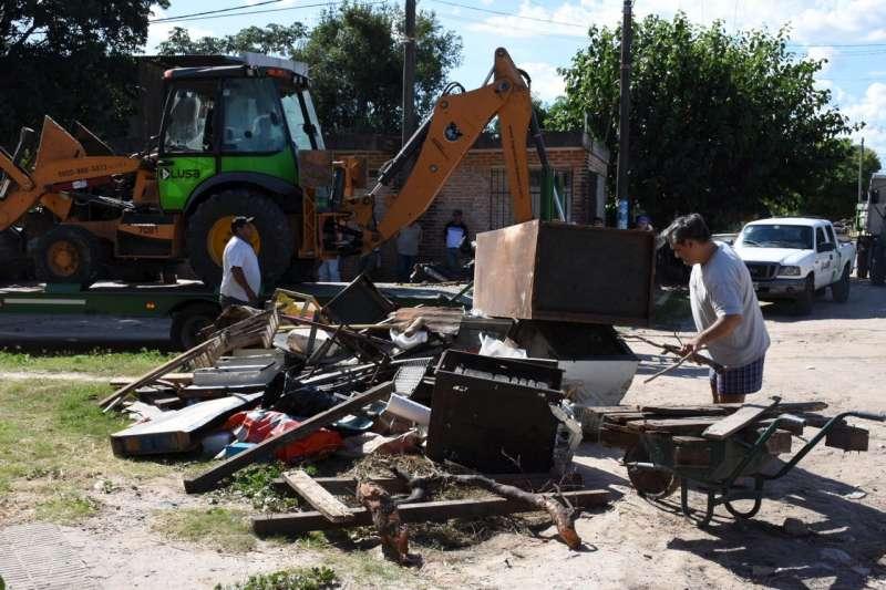 Exitosa jornada de descacharrado en los barrios Galván, Arazaty y San Benito