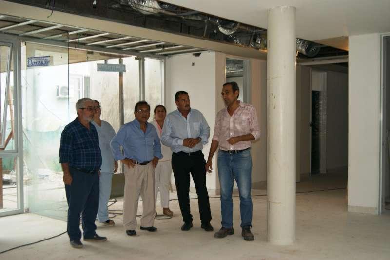 Cardozo recorrió las obras del hospital de Curuzú Cuatiá y del Centro Oncológico