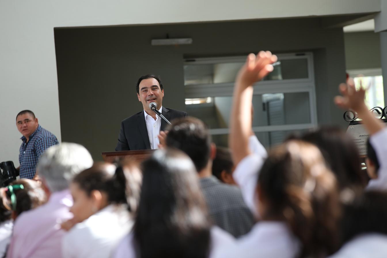 El gobernador Gustavo Valdés inauguró  Colegio Secundario nuevo en Esquina