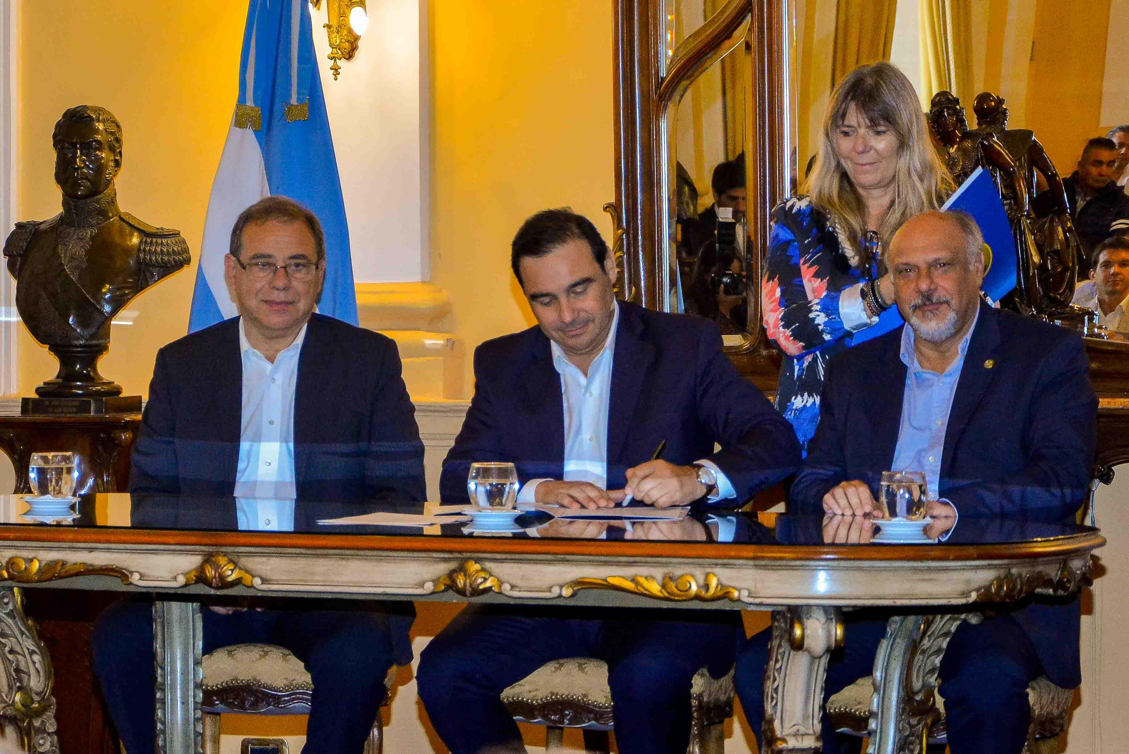 """Gustavo Valdés: """"Este es un Convenio que  le da dignidad a los trabajadores municipales"""""""