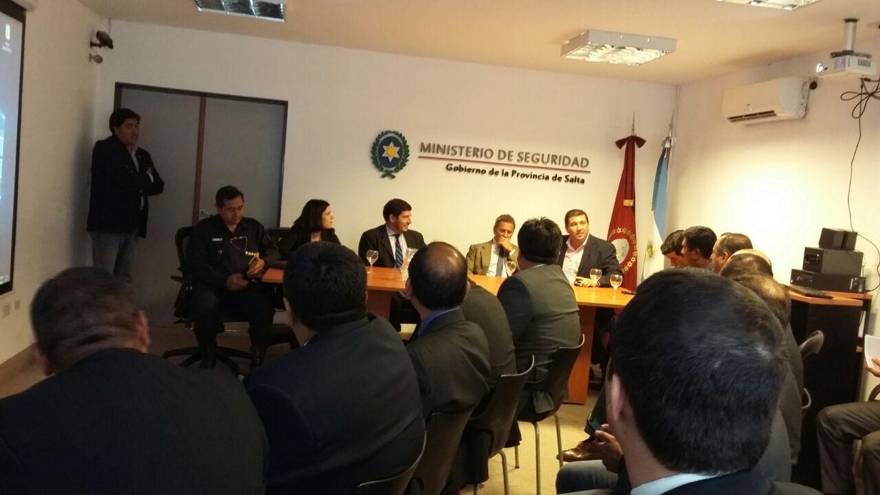 """Policías de Corrientes participaron en  una reunión  para analizar el delito """"Gota a Gota"""""""