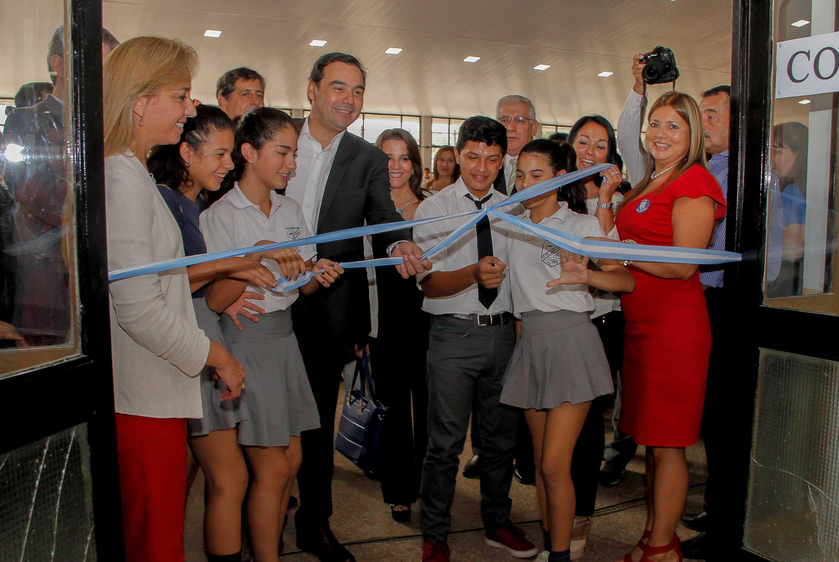 El gobernador Valdés anunció la renovación total  y un polideportivo para La escuela técnica de Esquina