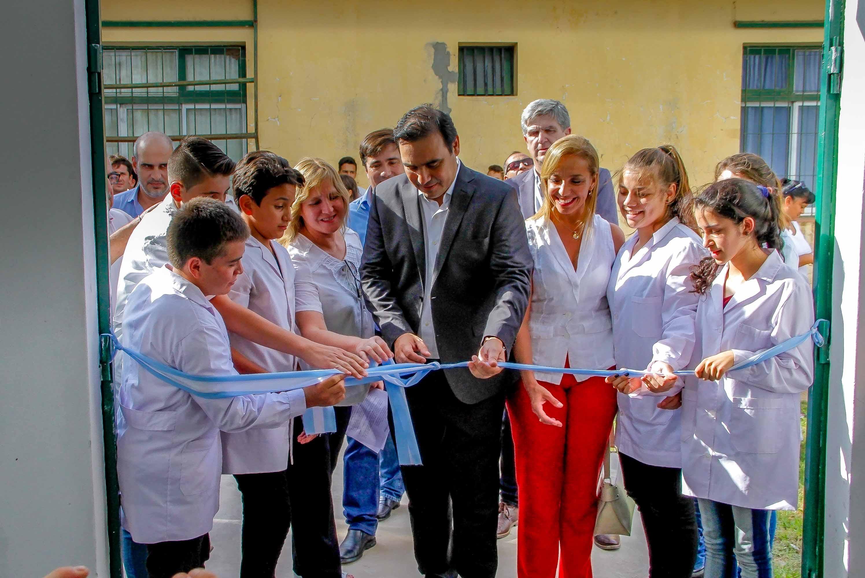 El gobernador Gustavo Valdés inauguró el Polideportivo  de la Escuela Normal Secundaria en Pueblo Libertador