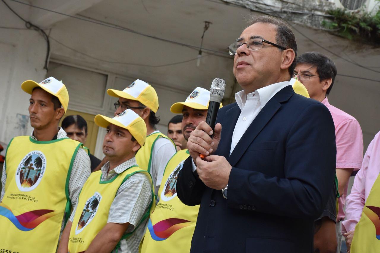 Tassano entregó 200 nuevos uniformes a trabajadores del estacionamiento medido