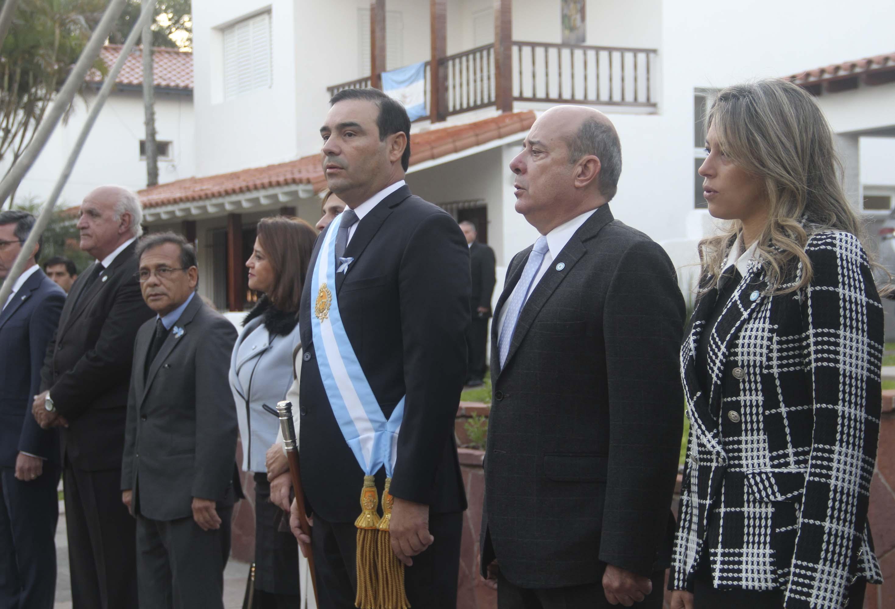 Con la Diana de Gloria ante el gobernador Valdés se inició la celebración Patria