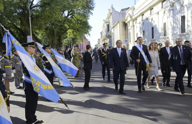 Valdés encabezó los actos oficiales por el   208° aniversario de la Revolución de Mayo