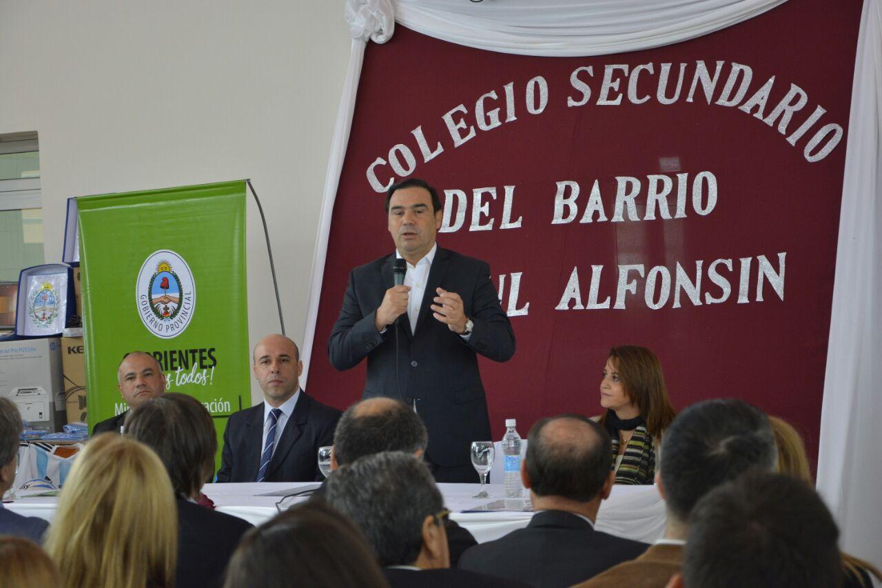 Valdés inauguró una escuela y anunció obras en Paso de los Libres