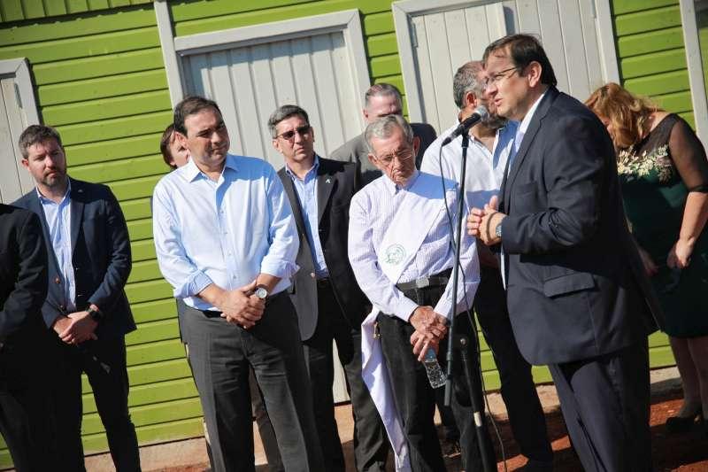 Valdés anunció un «plan provincial» y un «banco de tierras»  por la «emergencia habitacional» en Corrientes