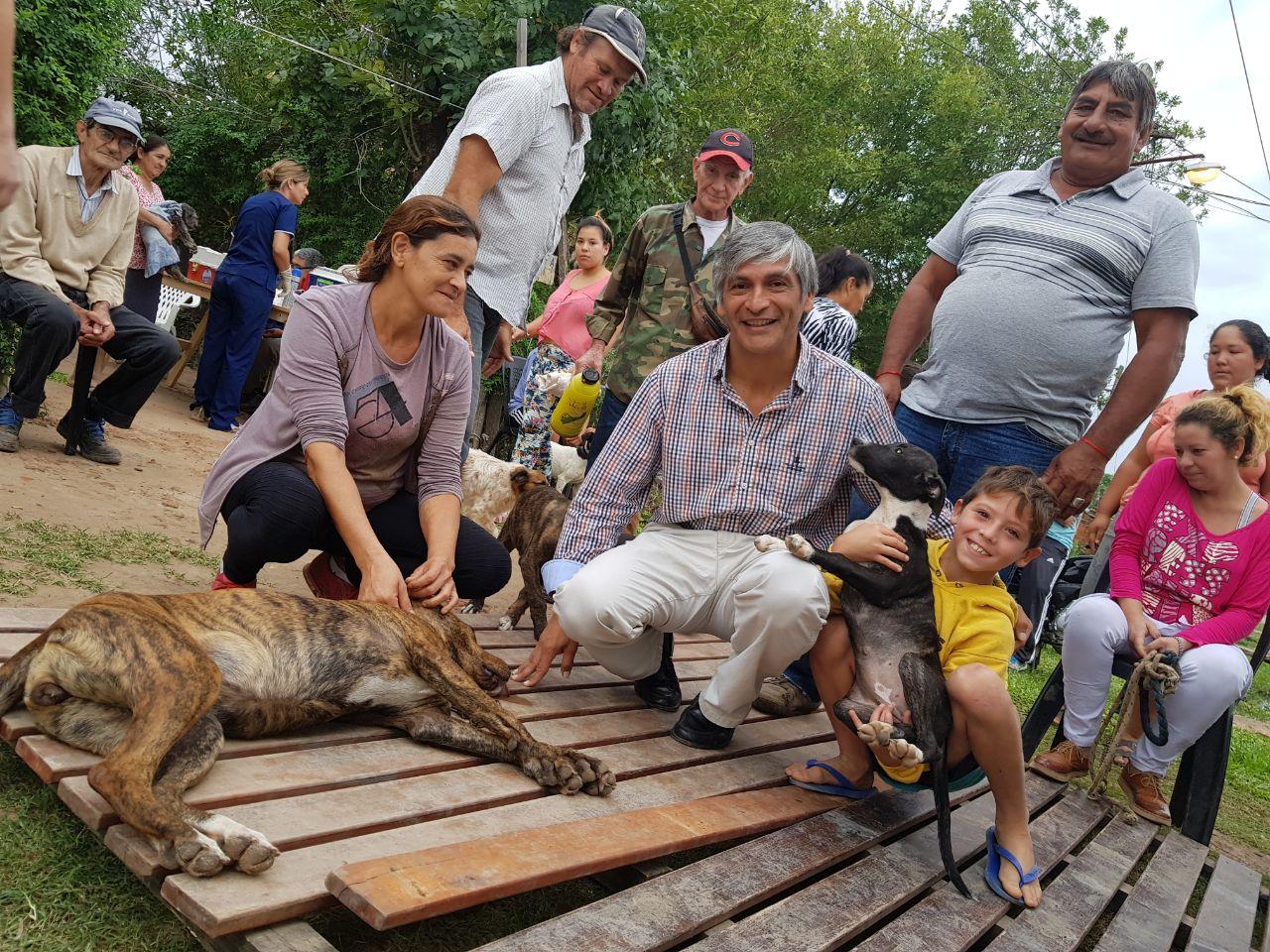 Exitoso operativo sanitario y de esterilización de mascotas en el barrio Río Paraná