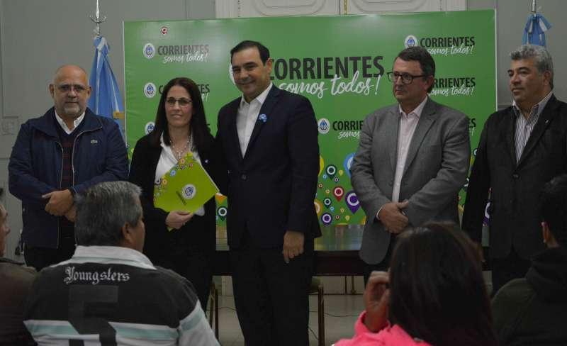 El gobernador Valdés entregó subsidios a deportistas, clubes y entidades sociales