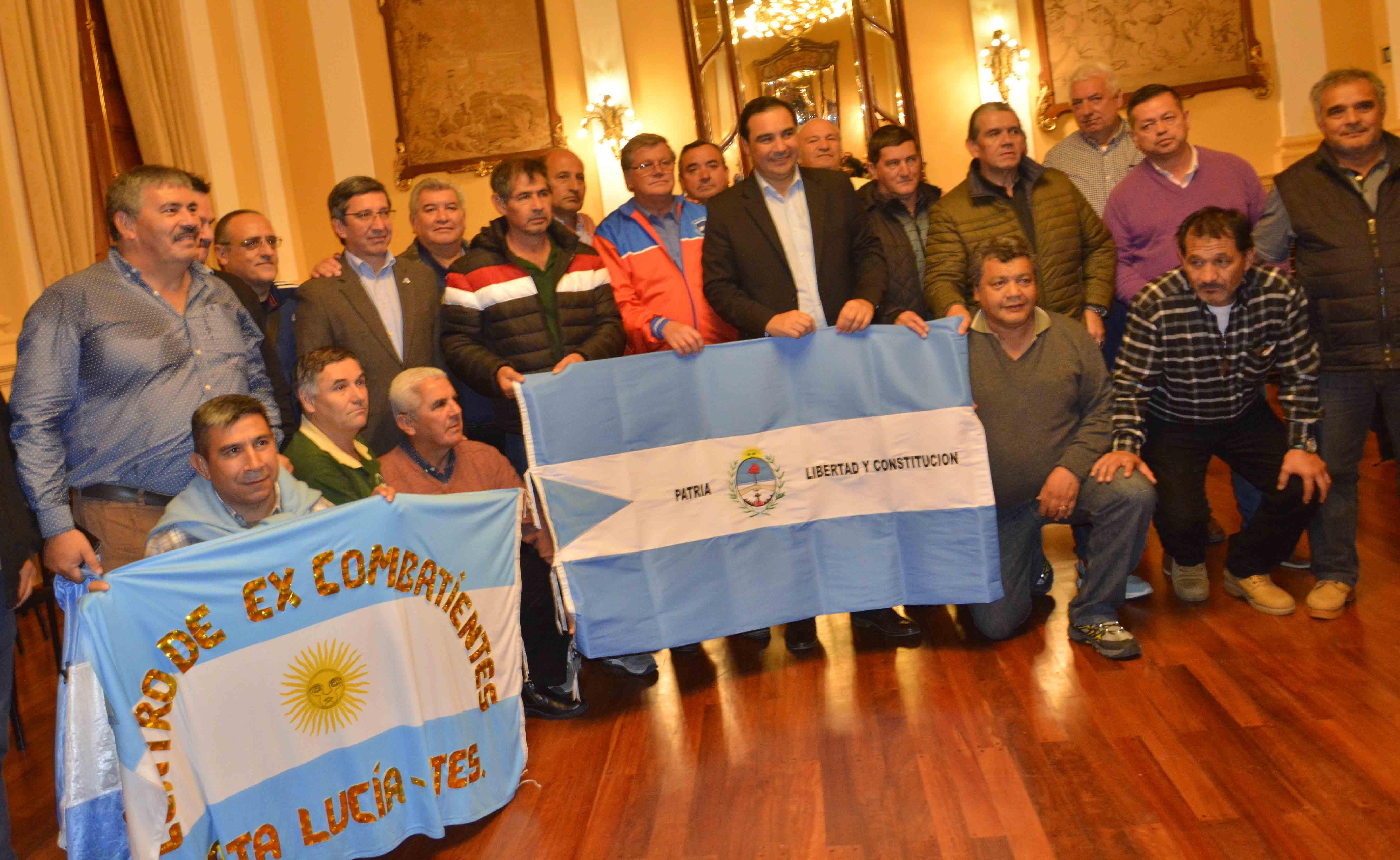 Valdés recibió a los ex combatientes correntinos  que realizaron el histórico viaje a Malvinas