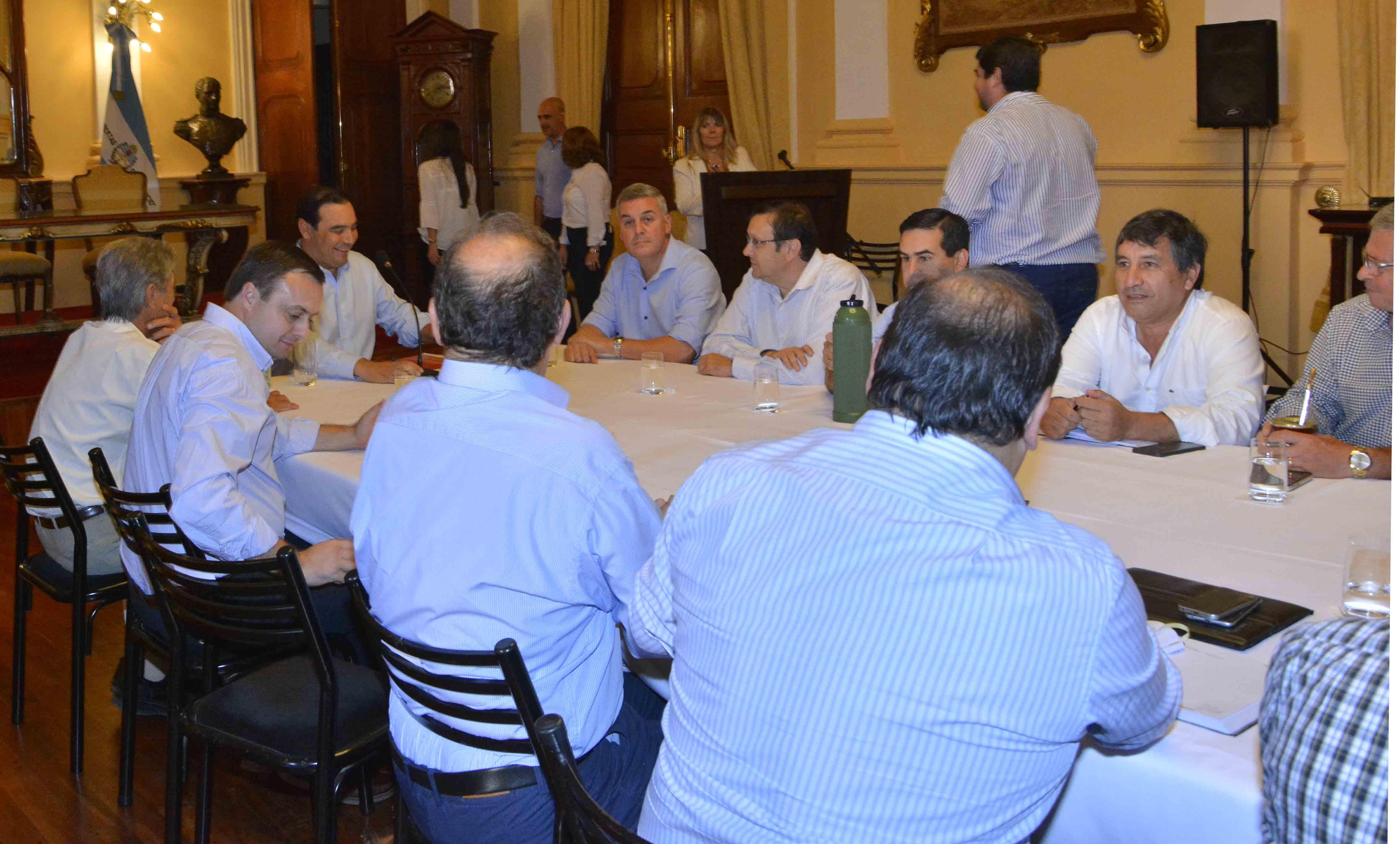El gobernador Valdés inició una ronda de diálogo institucional con intendentes