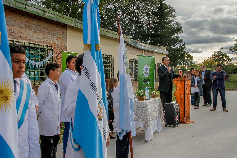 """Valdés: """"La educación es fundamental para un pueblo que lucha por crecer"""""""