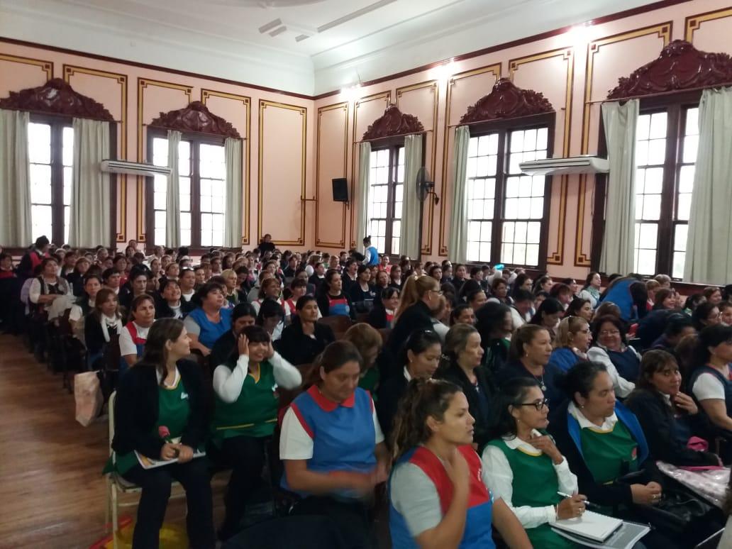 Gran convocatoria en la jornada para maestras jardineras «Brazos que acunan… Brazos que enseñan»