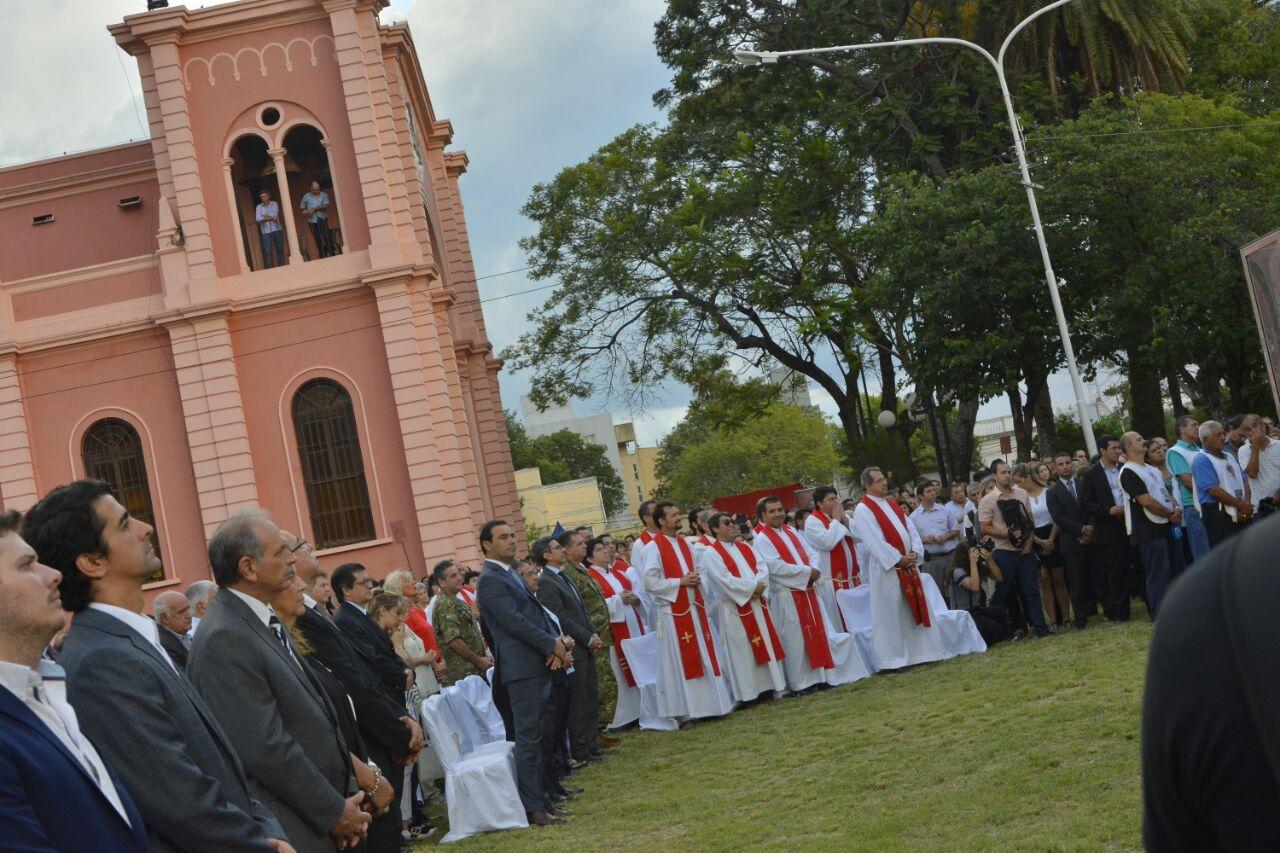Con cánticos y alabanzas Corrientes celebró la Santísima Cruz de los Milagros que guía su camino desde la fundación