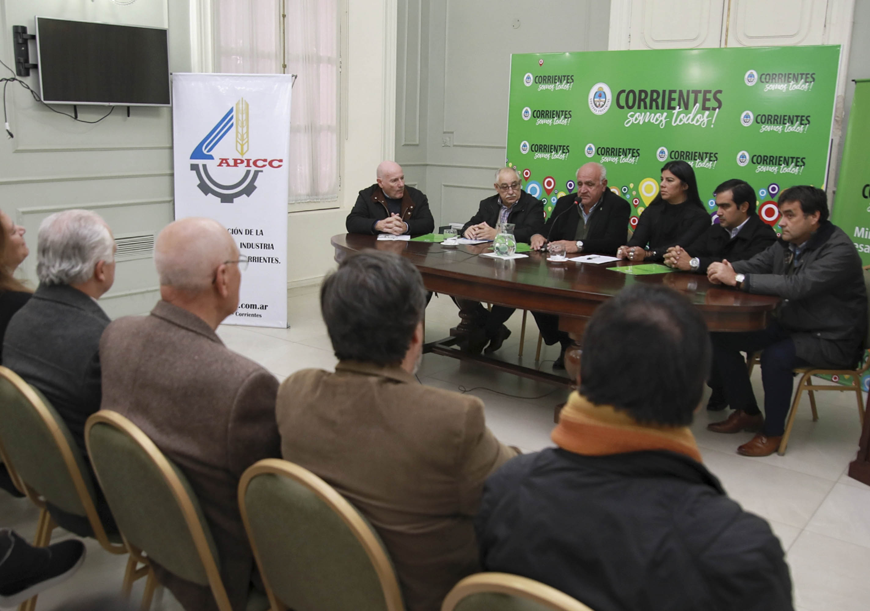 Desarrollo Social firmó un convenio con APICC  para fomentar el trabajo de artesanos