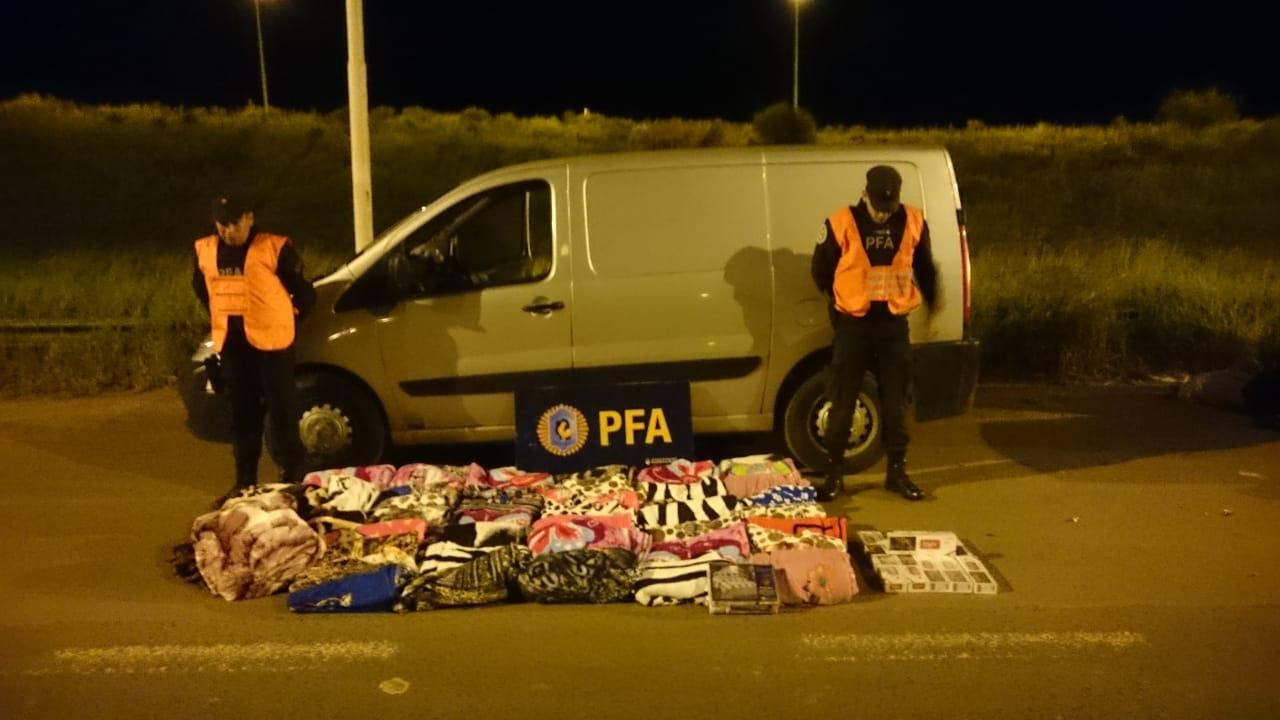 Detienen a una persona y secuestran más de 120.000 pesos en mercadería ilegal