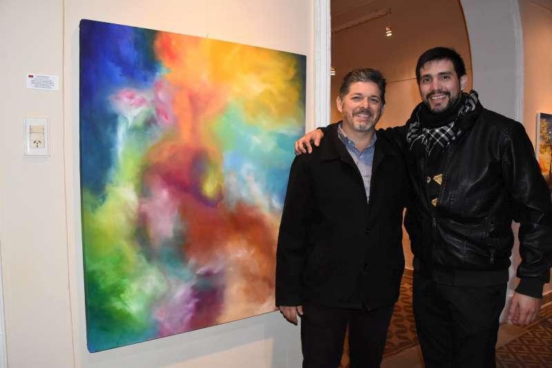 Con gran convocatoria, el artista Diego Arce presentó su muestra Oblivion