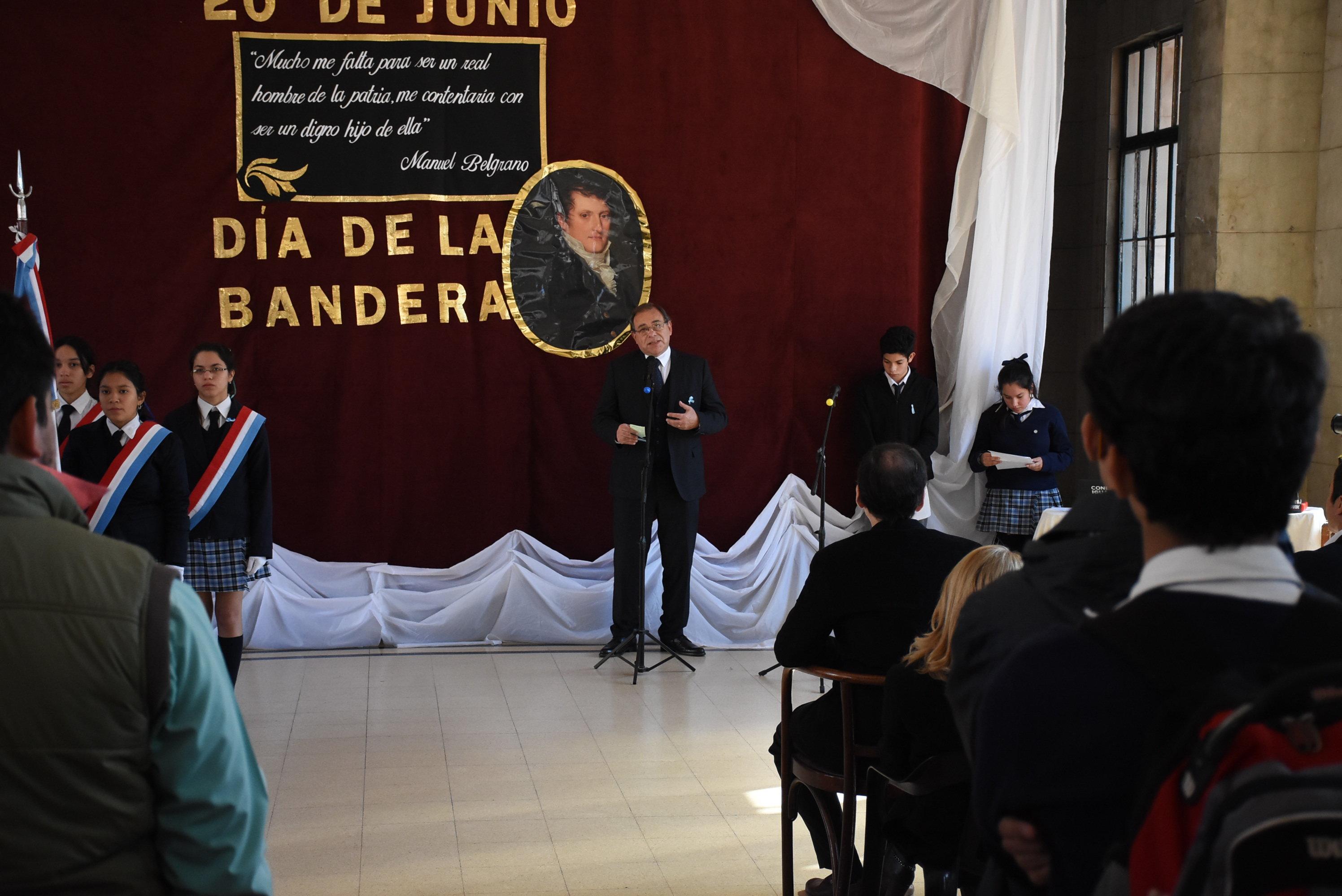 Tassano participó del acto por el Día de la Bandera en el colegio Nacional