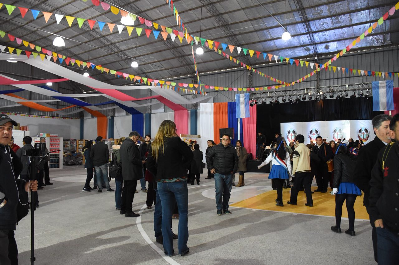 Títeres y shows de danza para disfrutar este domingo en la Feria del Libro Itinerante