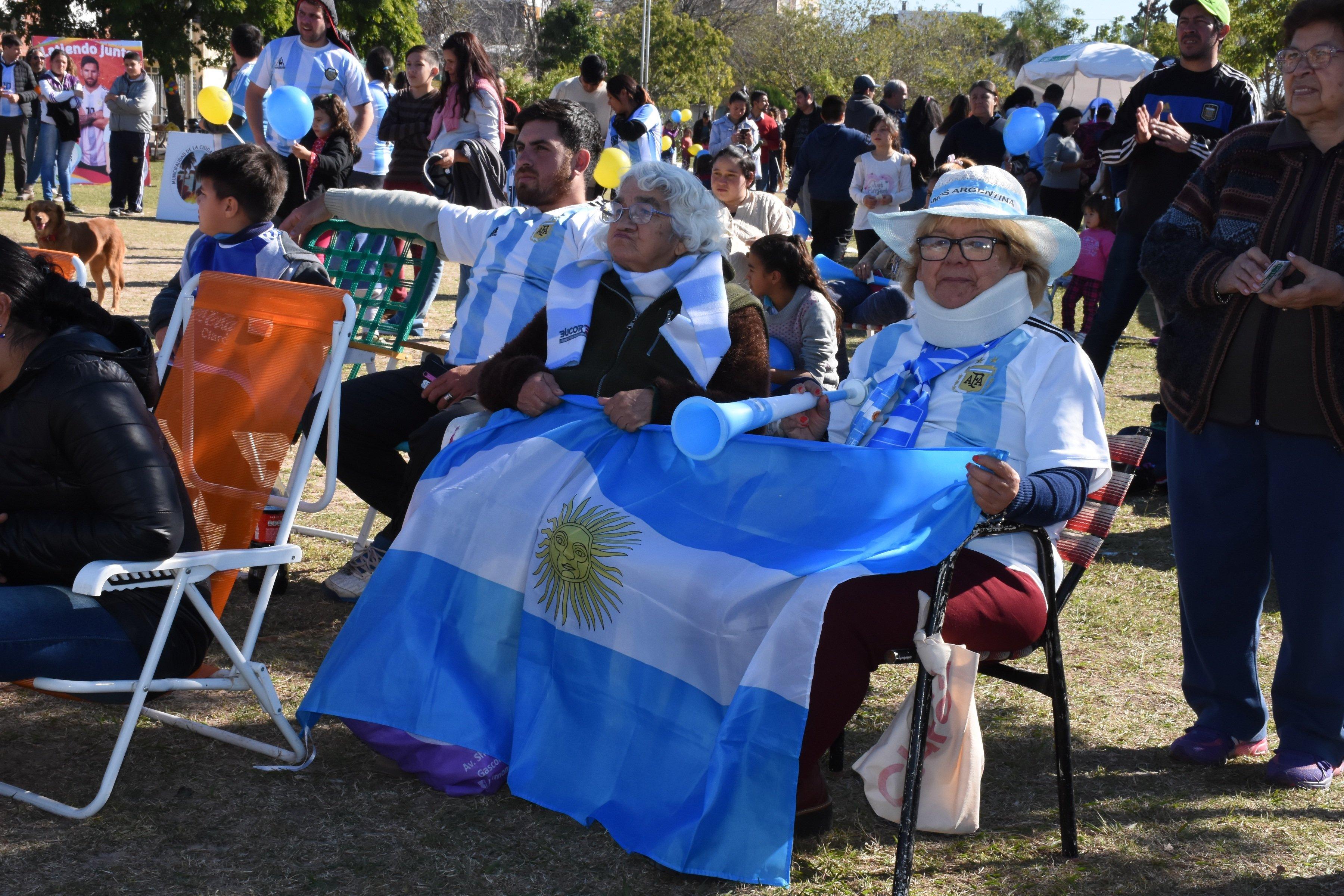 El triunfo argentino se vivió con euforia y algarabía en las Mil Viviendas