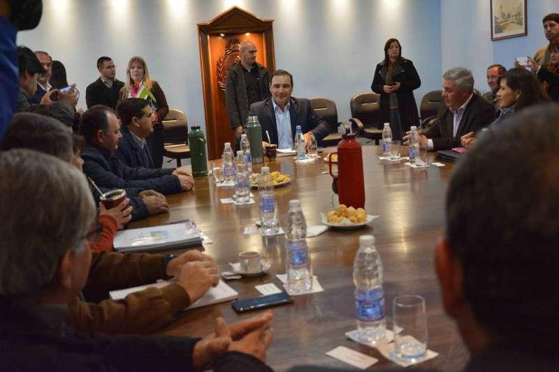 El gobernador Valdés recibió a más jefes comunales